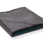 Esta almofada permite a deslocação do paciente e ao mesmo tempo impede que ela deslize na cama ou cadeira.